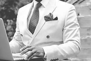Man in pak - Senior Assistent Accountant